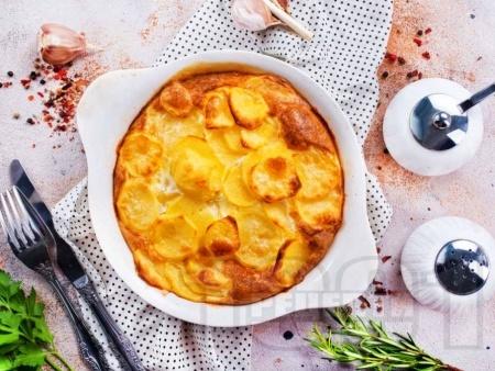 Вкусна картофена запеканка (огретен) с кашкавал и лук на фурна - снимка на рецептата